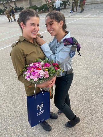Chen Maximov receives her officer pin from Eden-Tal Sassi